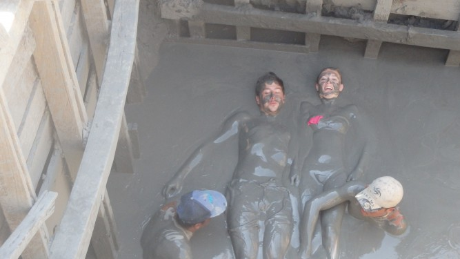 Mud volcano massage
